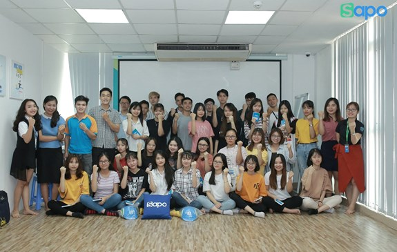 Giao lưu trực tiếp với sinh viên Đại học Thương mại