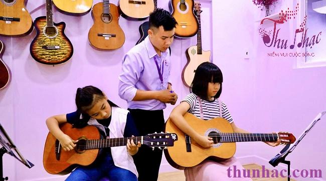 (Địa điểm học guitar cho trẻ em tphcm