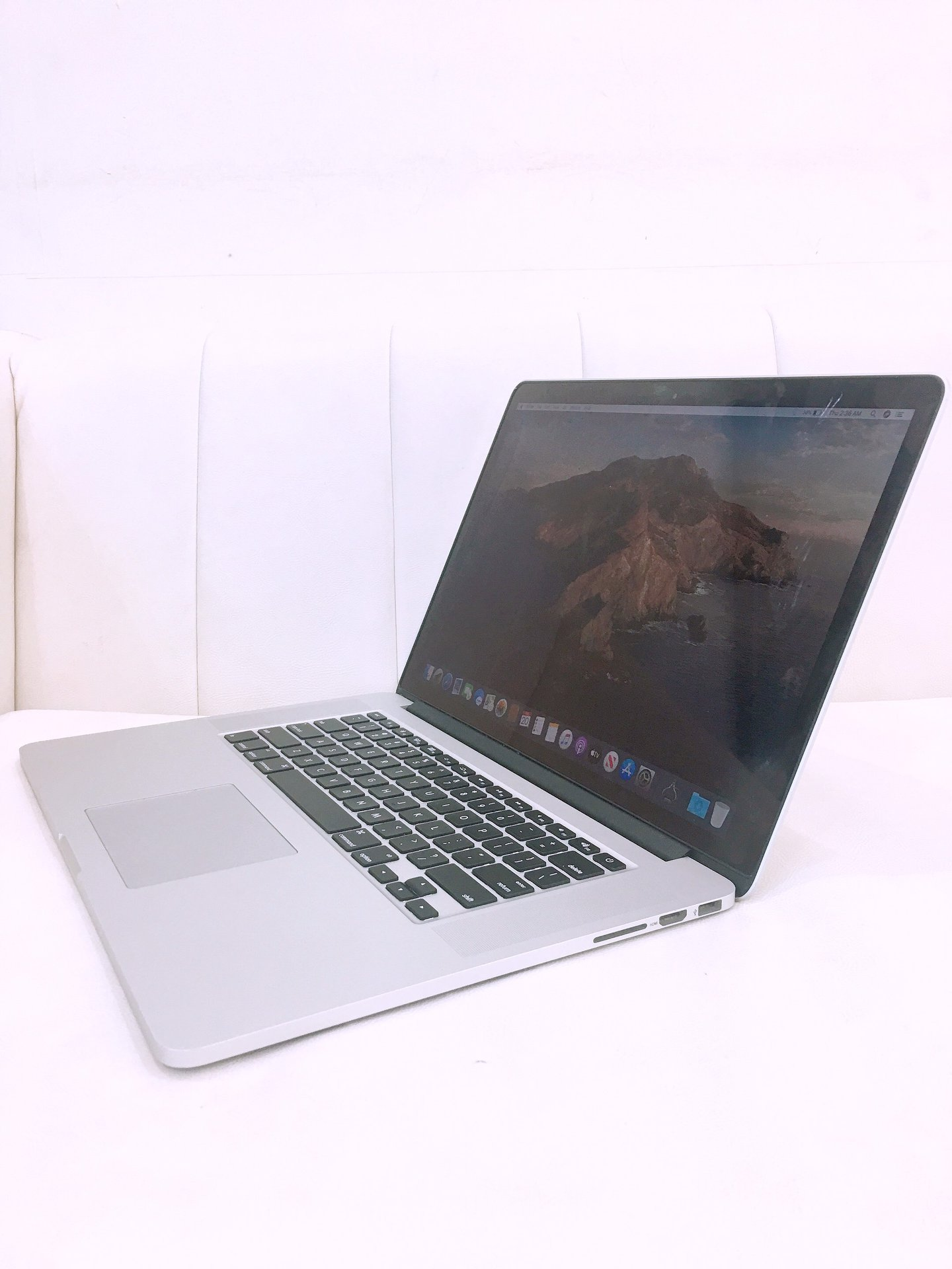 macbook-pro-15-inch-2015-mjlt2-cu-core-i7-2-8ghz-ram-16gb-ssd-1tb-vga-amd-radeon