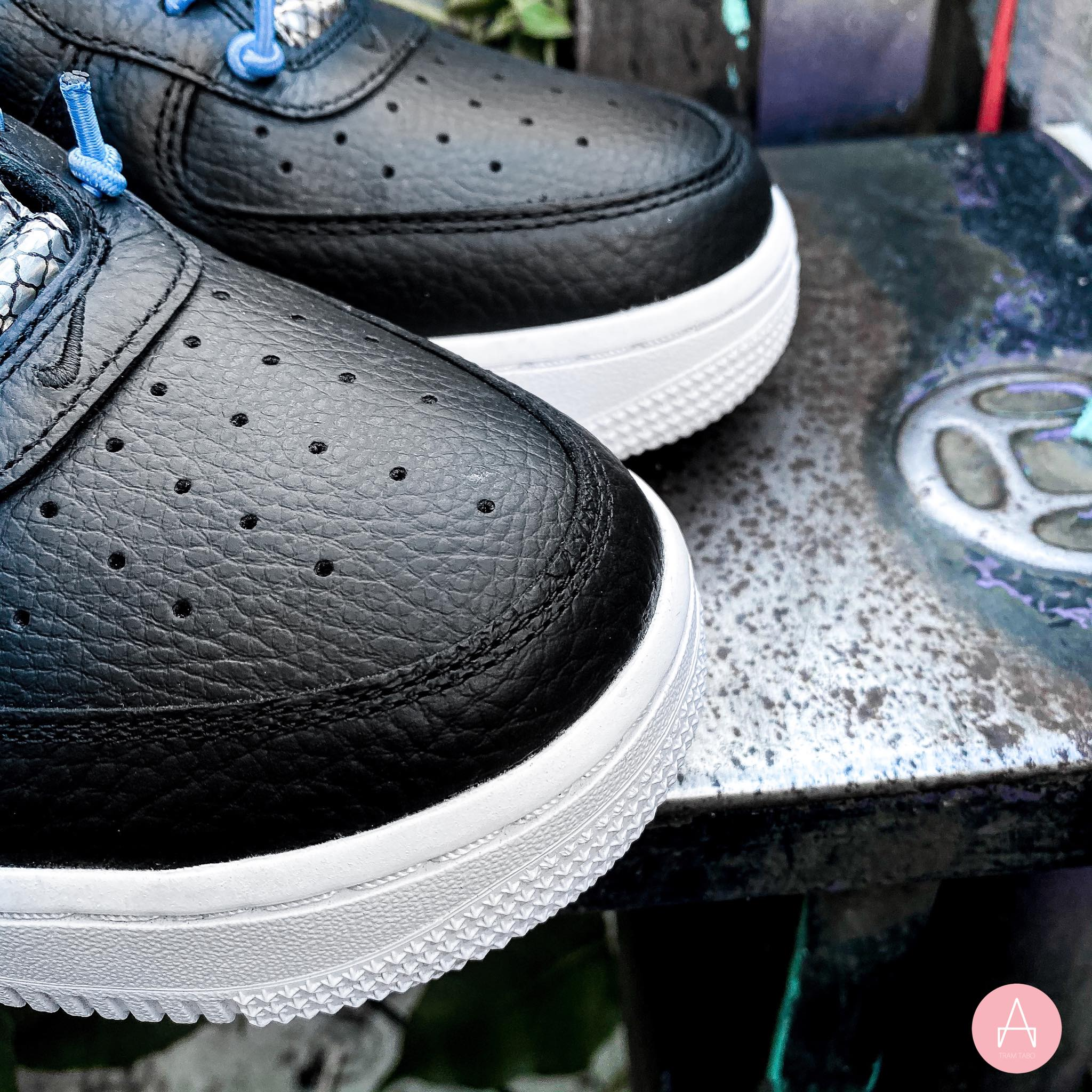 [898889-015] W NIKE AIR FORCE 1 '07 LUX 'BLACK REFLECTIVE'