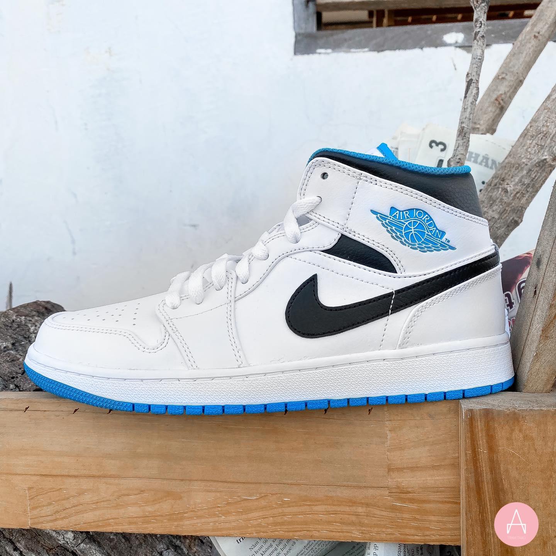 [554724-141] M NIKE AIR JORDAN 1 MID LASER BLUE WHITE