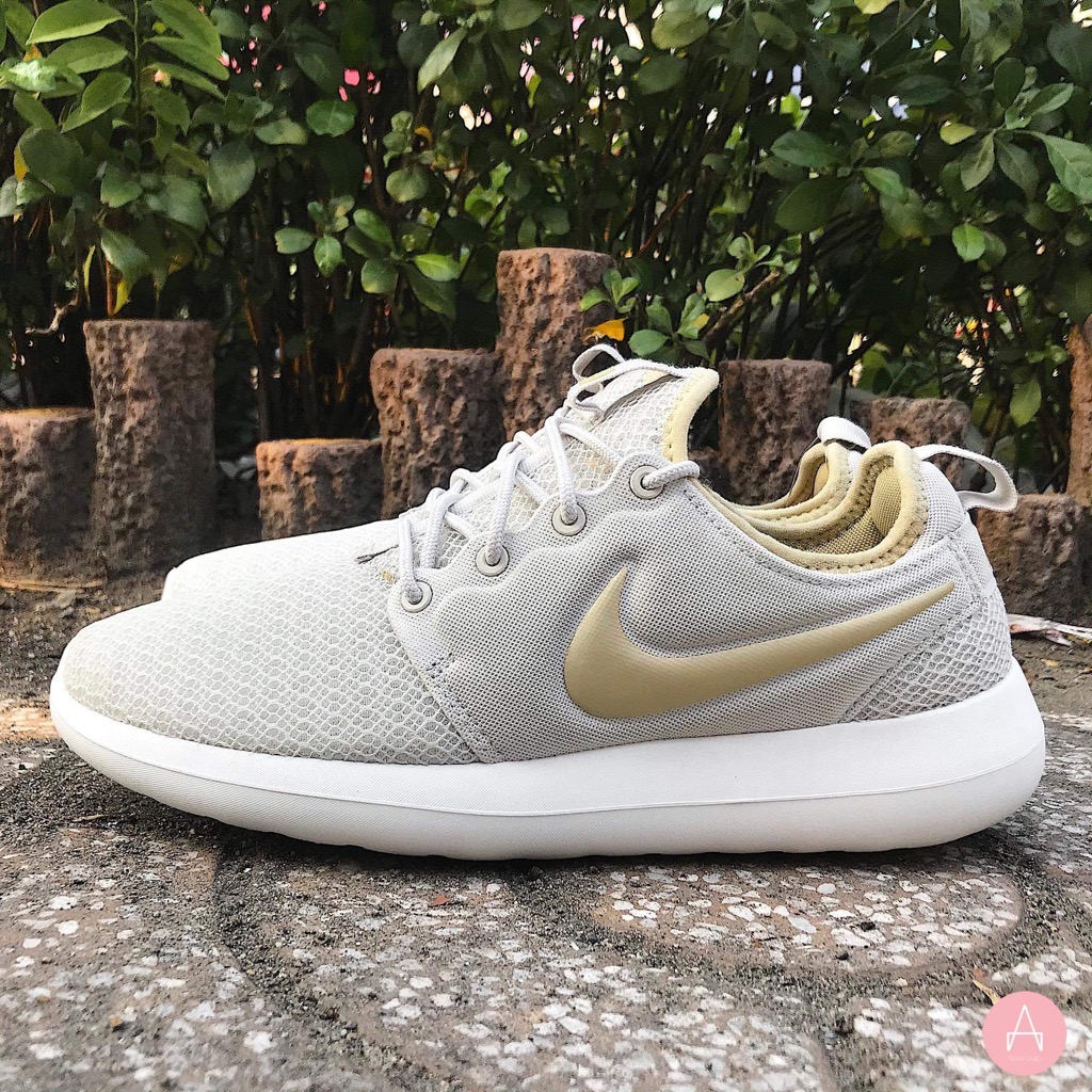 [844931-011] W NIKE ROSHE TWO GOLD