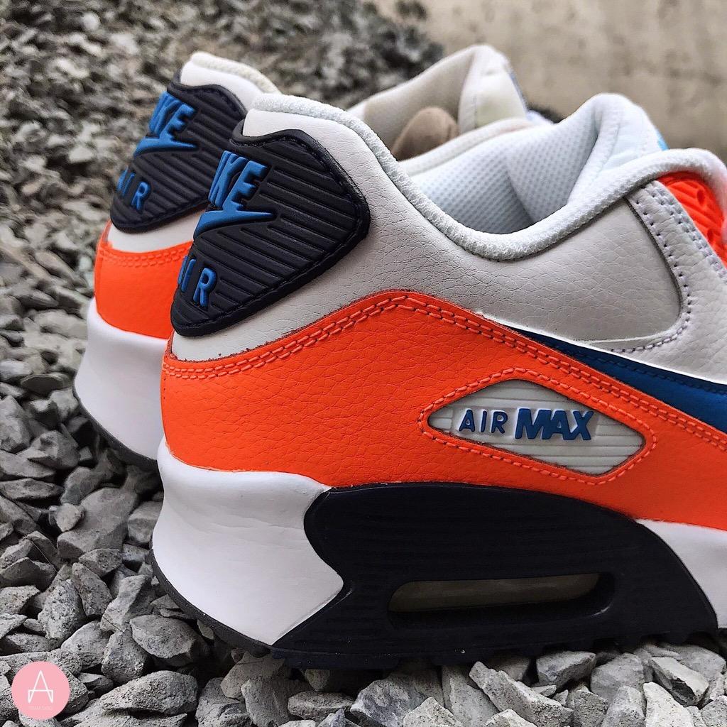 [833412-116] K NIKE AIR MAX 90 LTR PHOTO BLUE ORANGE