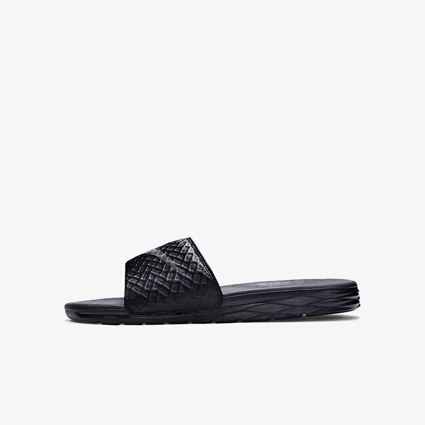 [705474-091] M NIKE BENASSI SOLARSOFT ALL BLACK