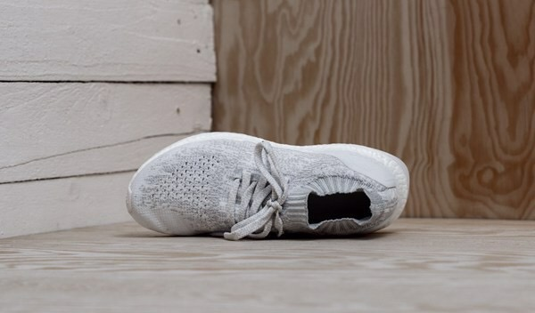 [BY2079] K ADIDAS ULTRA BOOST ALL WHITE UNCAGED