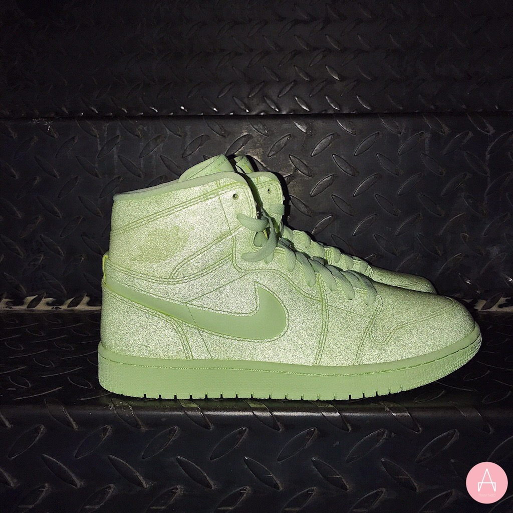 [AH7389-700] W NIKE AIR JORDAN 1 RETRO HIGH BARELY VOLT