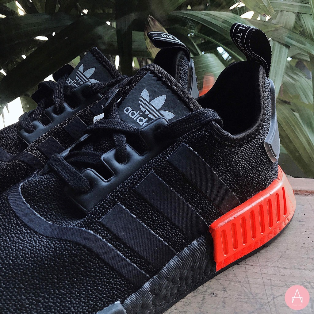 [EE5107] M ADIDAS NMD R1 CORE BLACK SOLAR RED