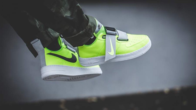 [AO1531-700] M NIKE AIR FORCE 1 UTILITY VOLT GREY