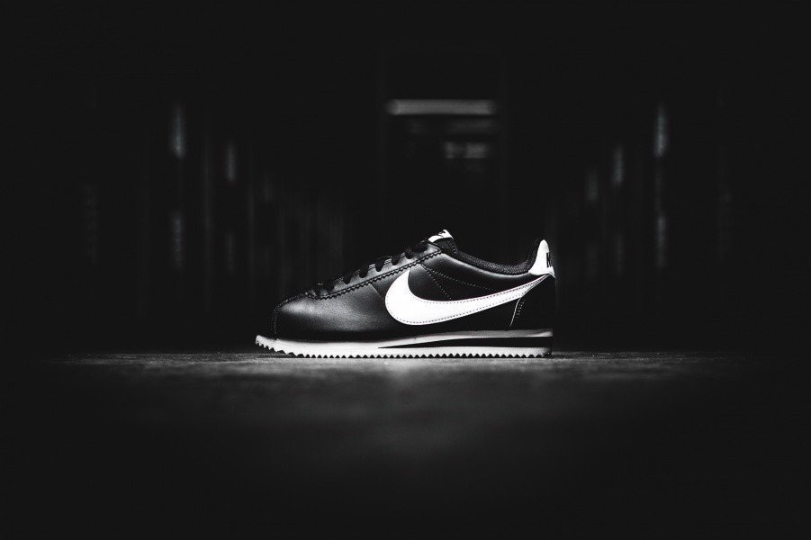 [807471-010] W NIKE CORTEZ REAL LEATHER BLACK WHITE