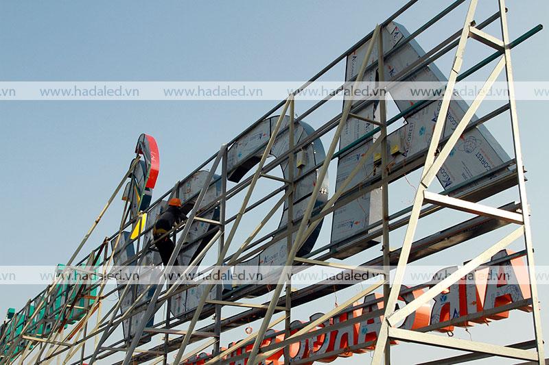 Thi công biển quảng cáo chữ nổi giá rẻ tại Hà Nội