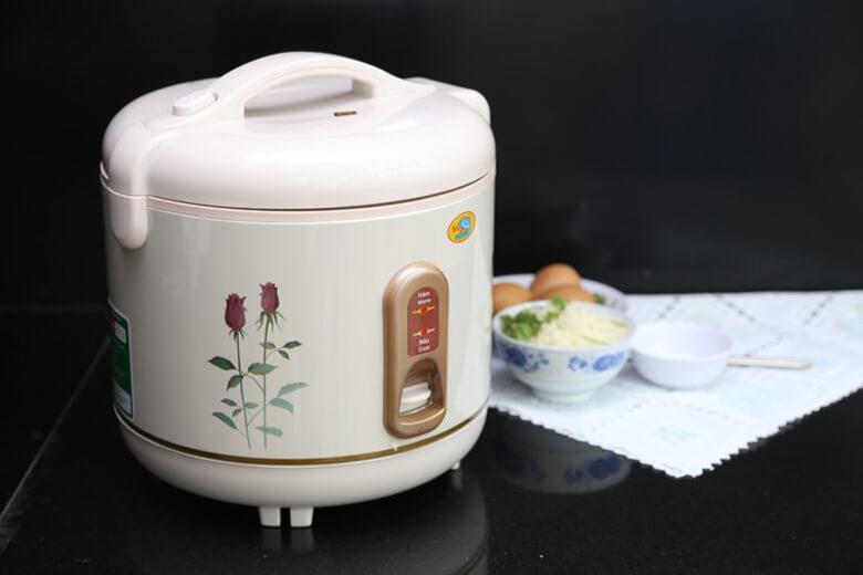 Thiết kế màu kem cùng họa tiết hoa hồng