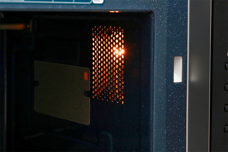 Lò vi sóng Samsung MG23K3575AS/SV-N 23 lít - khoang lò có đèn
