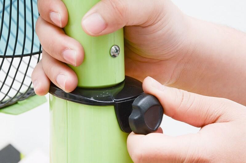 Chiều cao thay đổi linh hoạt, dễ dàng thao tác bằng nút xoay trên thân quạt