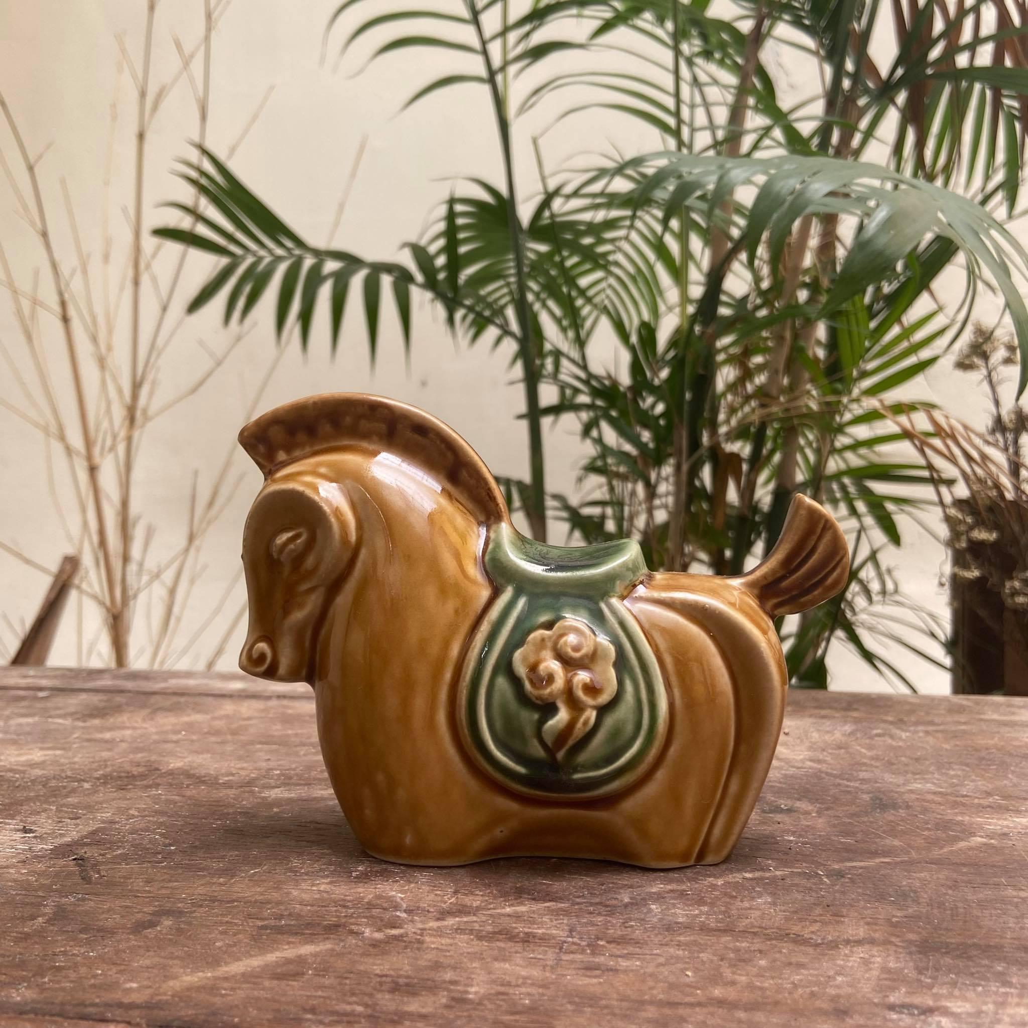 ngua-may-gom-hien-van-ceramics-sap-chang-sen