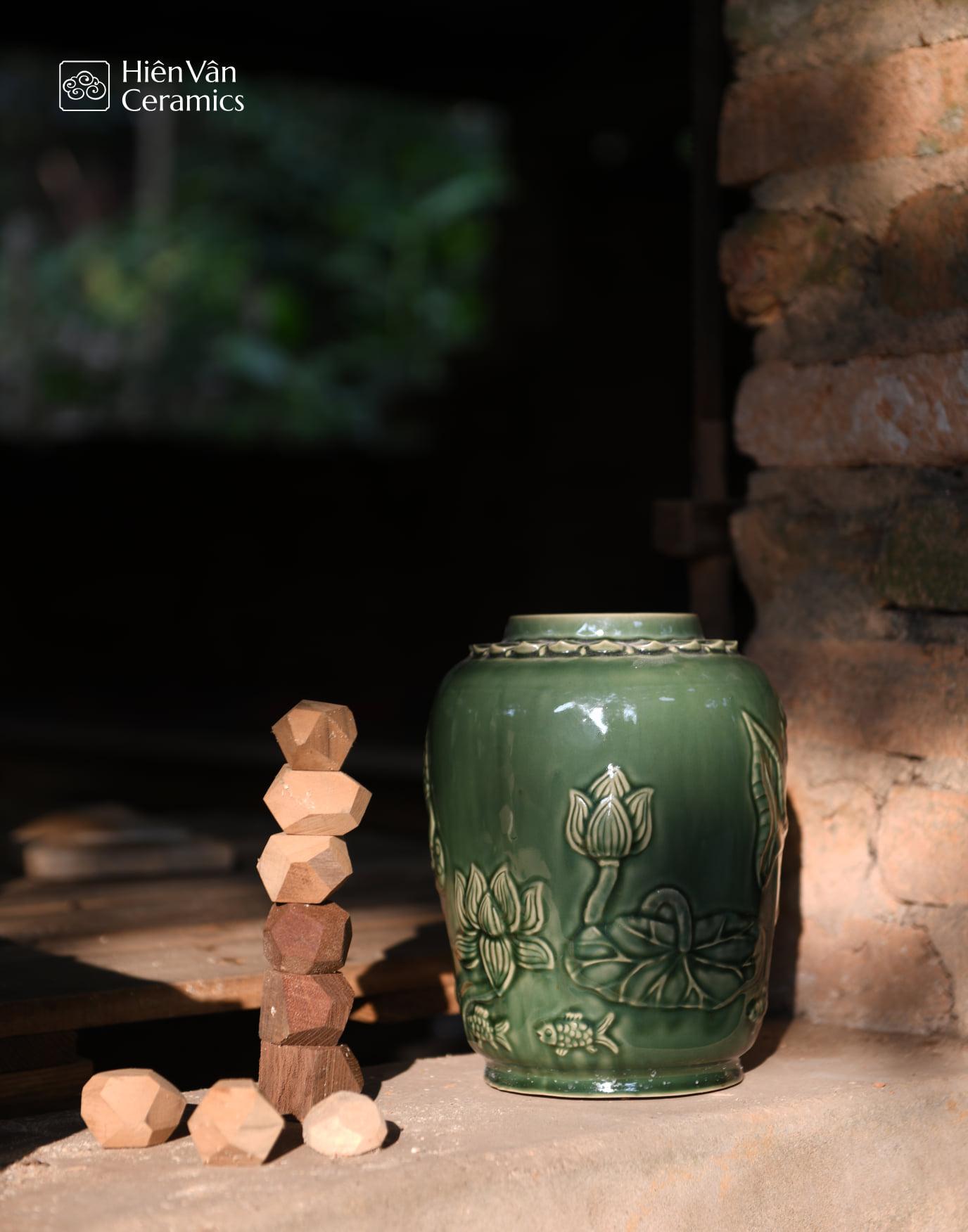 binh-gom-sen-ca-hien-van-ceramics-sap-chang-sen
