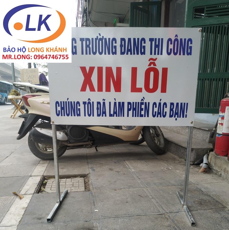 san-xuat-bien-bao-cong-truong-dang-thi-cong