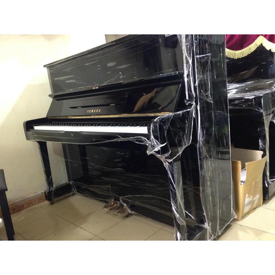 Piano U1-H đen bóng.