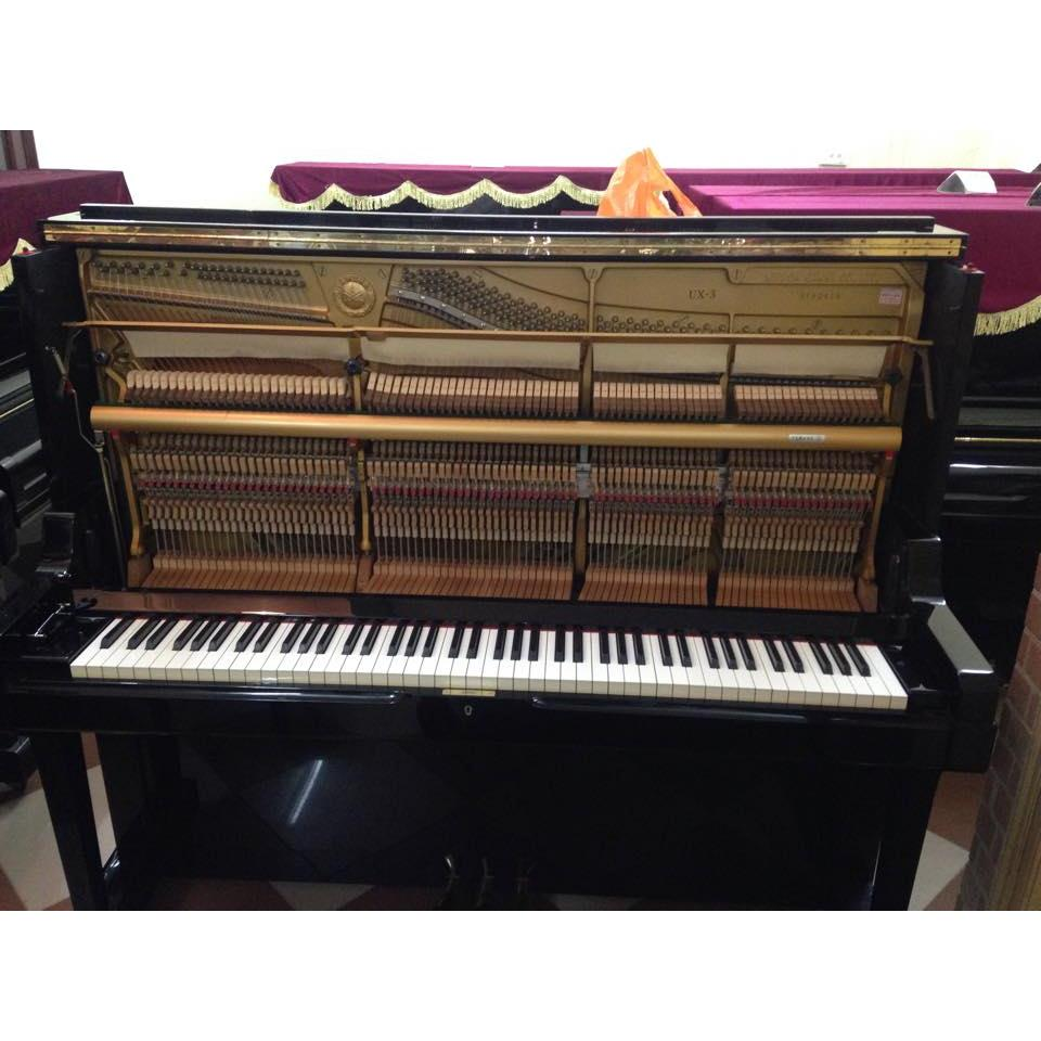 Piano đứng UX-3 màu đen bóng
