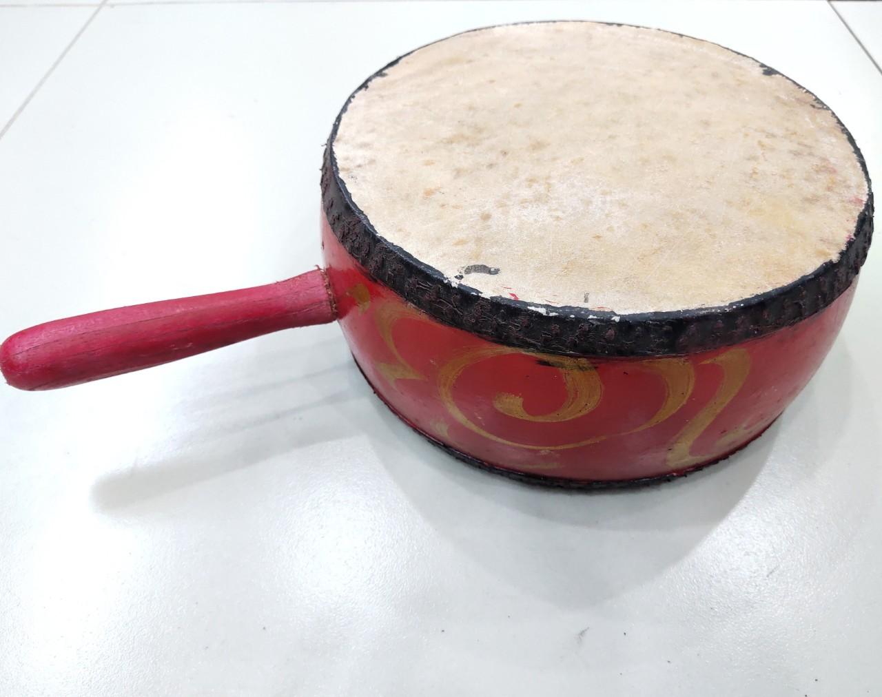 Trống dân tộc - Trống bản có tay cầm dk20cm gỗ Mít sơn đỏ