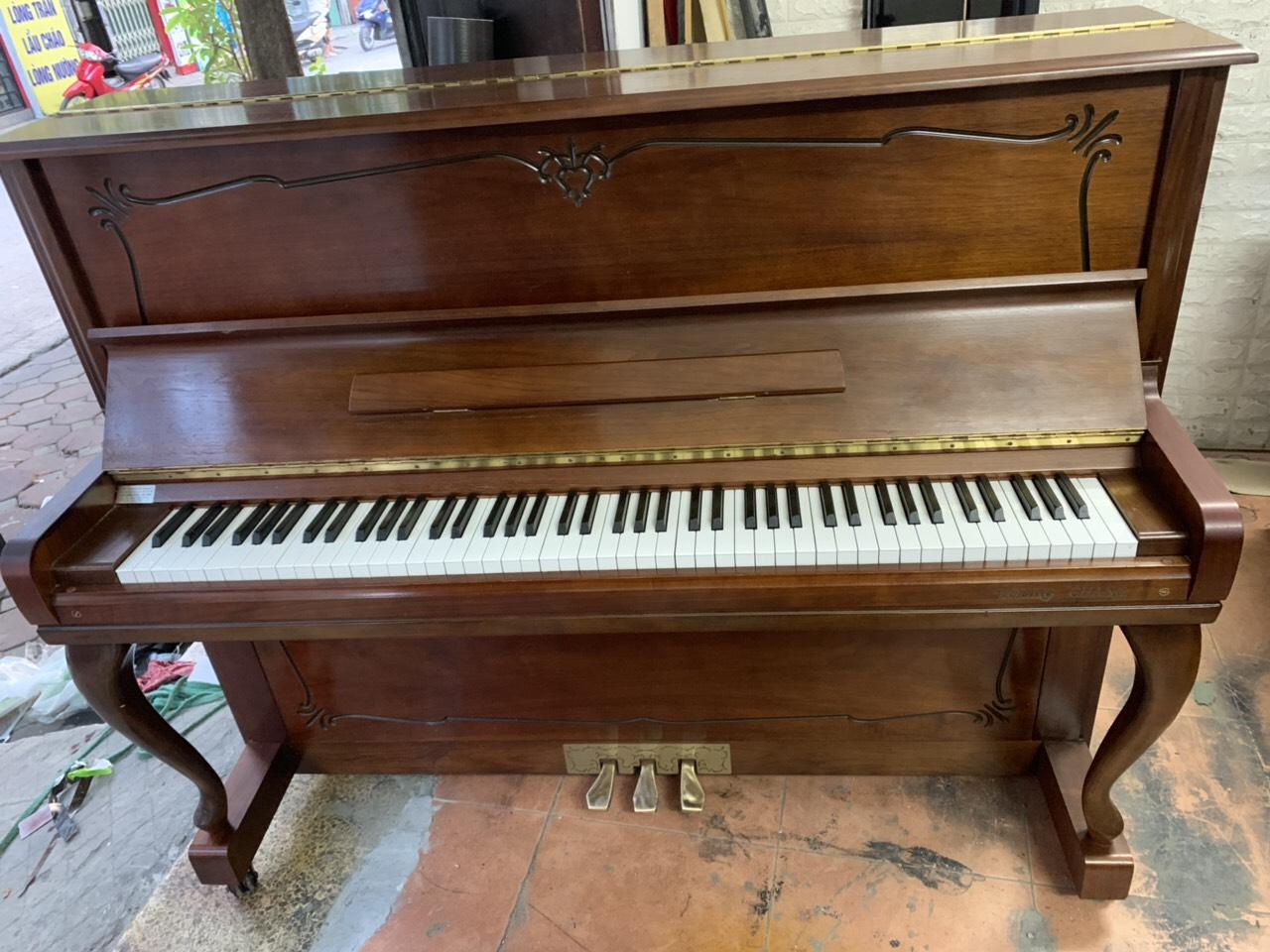 Upright Piano Young Chang chân hươu màu nâu sơn mờ