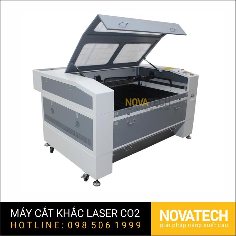Máy cắt khắc laser CO2 1390