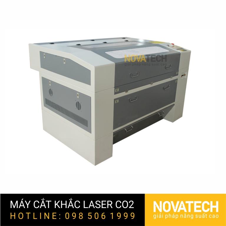 Máy cắt khắc laser CO2 6090