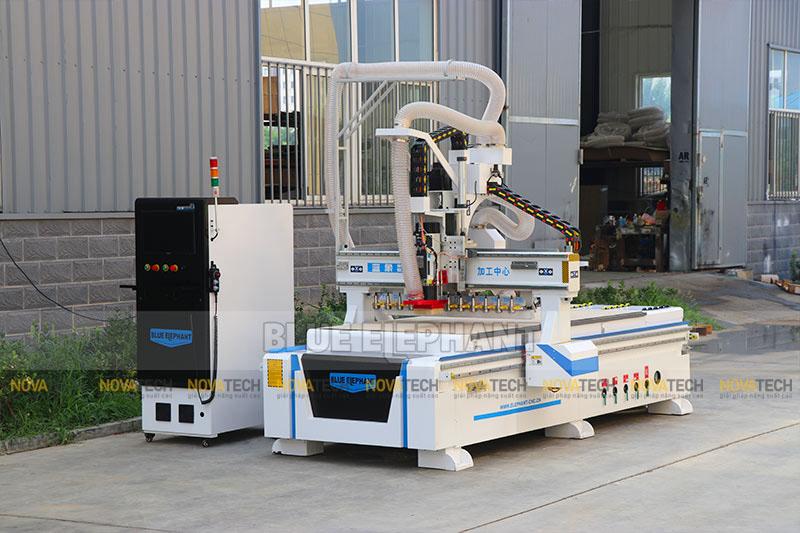 Máy CNC Router ATC 4 trục Blue Elephant ELECNC-1325-ATC-P51 cấp phôi tự động
