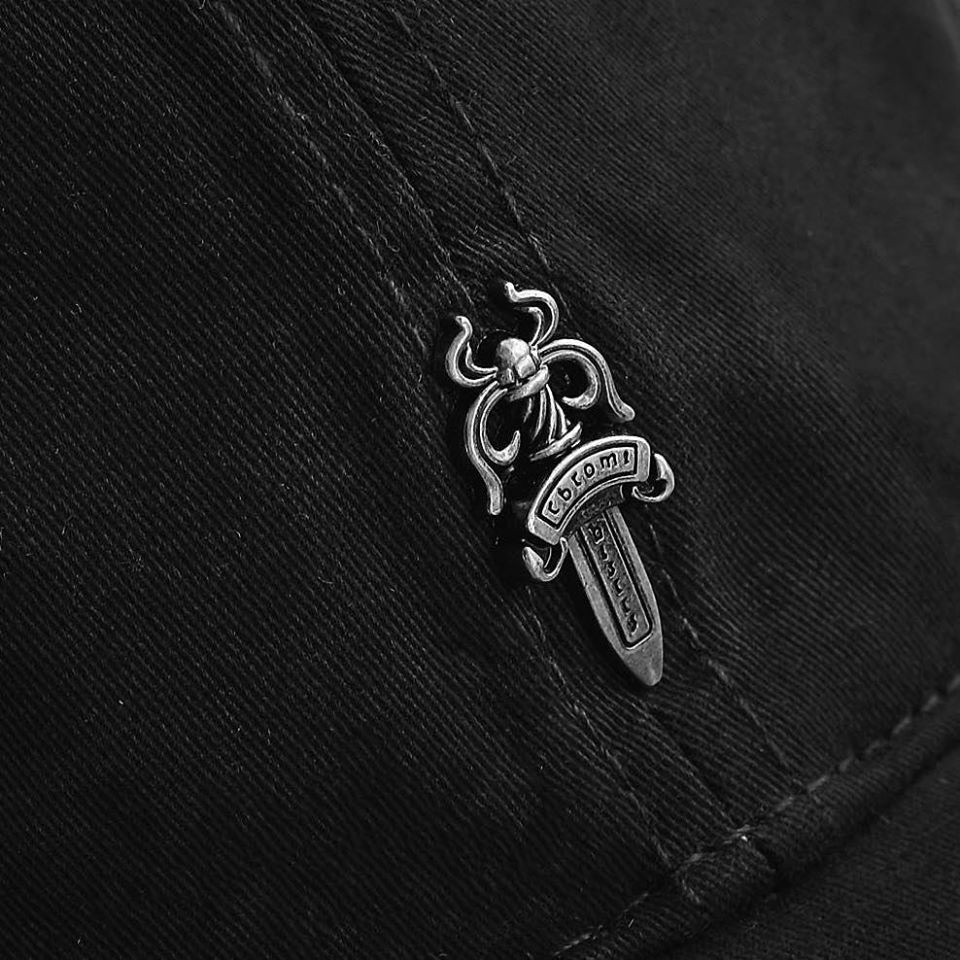 NÓN CHROME HEARTS