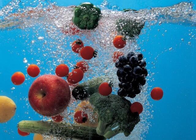 Sử dụng nước Kangen để rửa rau, củ, quả và thịt cá sạch hơn, loại bỏ chất bảo quản, thuốc trừ sâu bám trên bề mặt thực phẩm