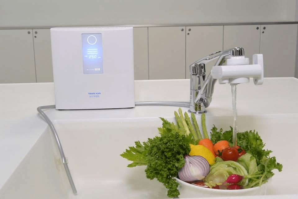Máy tạo nước ion kiềm giàu Hydro TRIM ION Hyber được sản xuất 100% tại Nhật Bản với qui trình sản xuất theo ISO9001 chuyên cho lãnh vực sản xuất thiết bị Y tế.