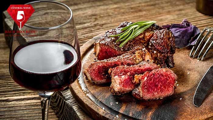 Vang đỏ kết hợp thịt đỏ một cách hoàn hảo