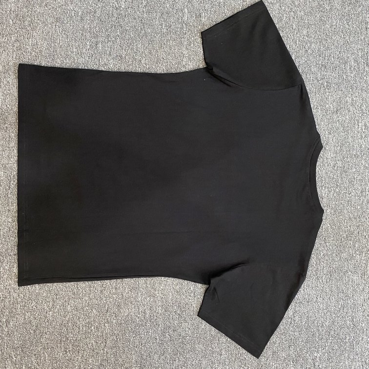 Áo phông Gucci in chữ ngực - đen