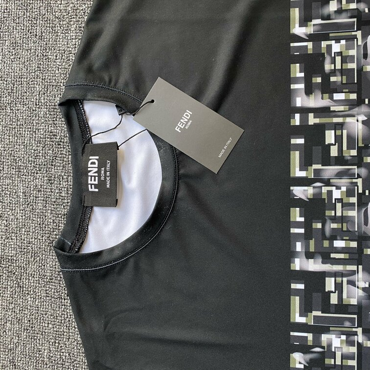 Áo phông Fendi in chuyển - Đen