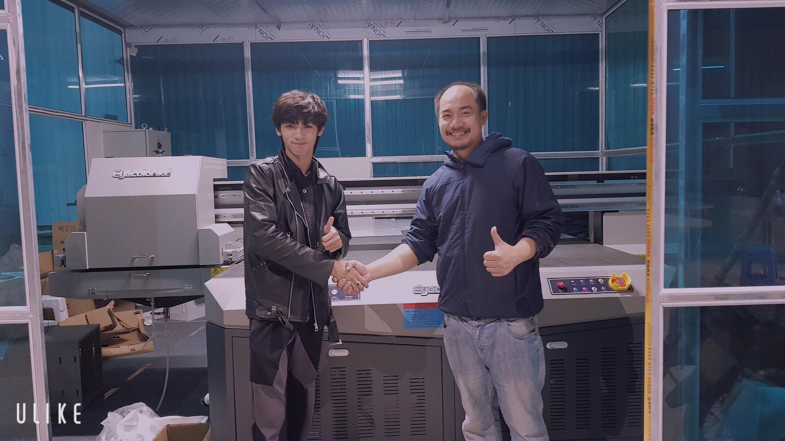 Lắp đặt và bàn giao máy in uv phẳng Eyecolor khổ 2030 cho Thủ Đô Kính tại Hà Nội