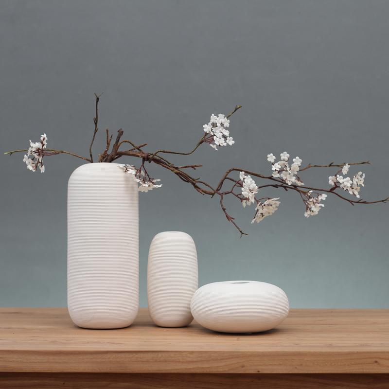 Bình hoa mang lại vẻ đẹp tinh tế, sang trọng nhưng không quá hào nhoáng
