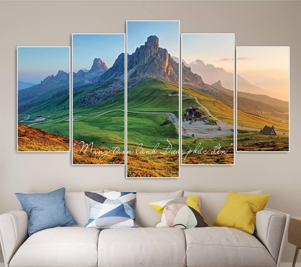 Bộ tranh phong cảnh đồng cỏ dưới chân núi