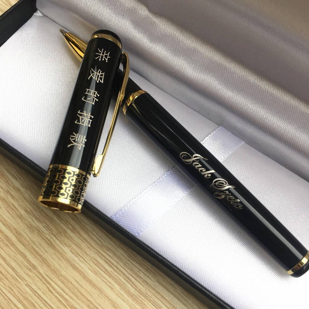 Bút kim loại khắc tên mang ý nghĩa thành công trong sự nghiệp cũng như cuộc sống.