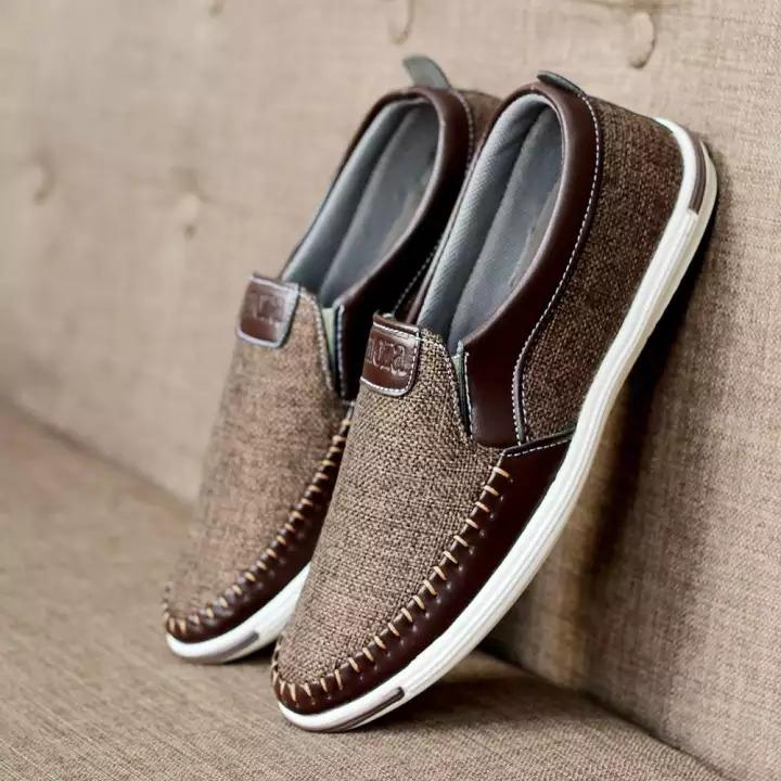 Giày từ vải bố là gì? Liệu có thoải mái?