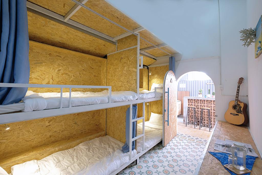 Mẫu phòng ngủ với cách trang trí dành cho nhóm từ 3 - 4 người