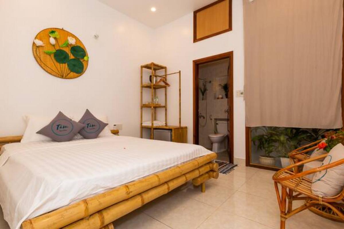 Mẫu phòng ngủ homestay được trang trí mang đậm phong cách dân dã với vật liệu chính là mây tre