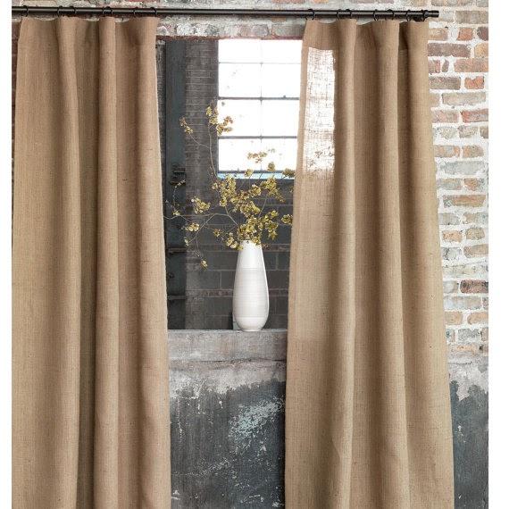 Chiếc rèm cửa xinh xắn khiến người ta chẳng cần quan tâm vải bố là gì nữa