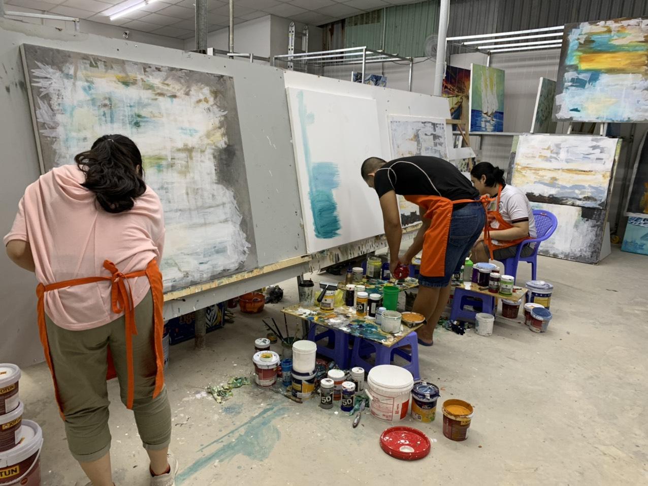 Vải canvas trơn có độ bám màu cực tốt, nên thường được ứng dụng nhiều trong nghệ thuật