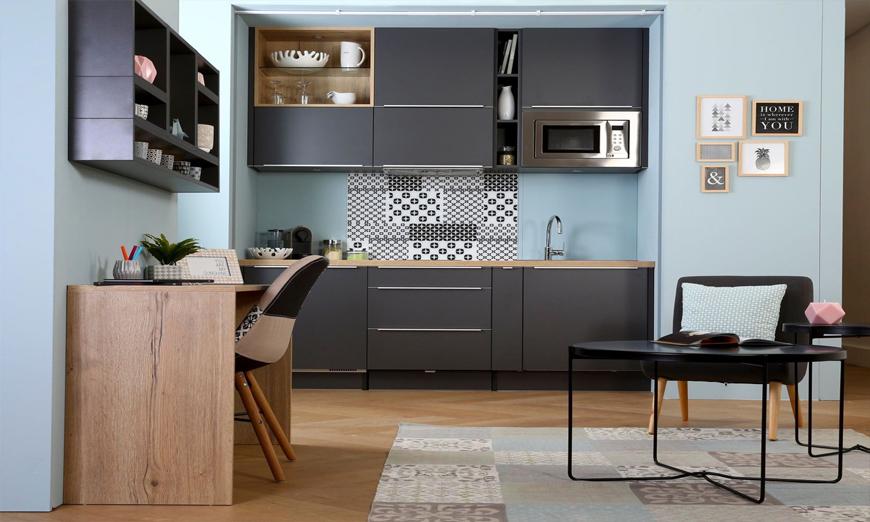 Trang tri không gian bếp nhà ở gia đình bằng tông xanh đen