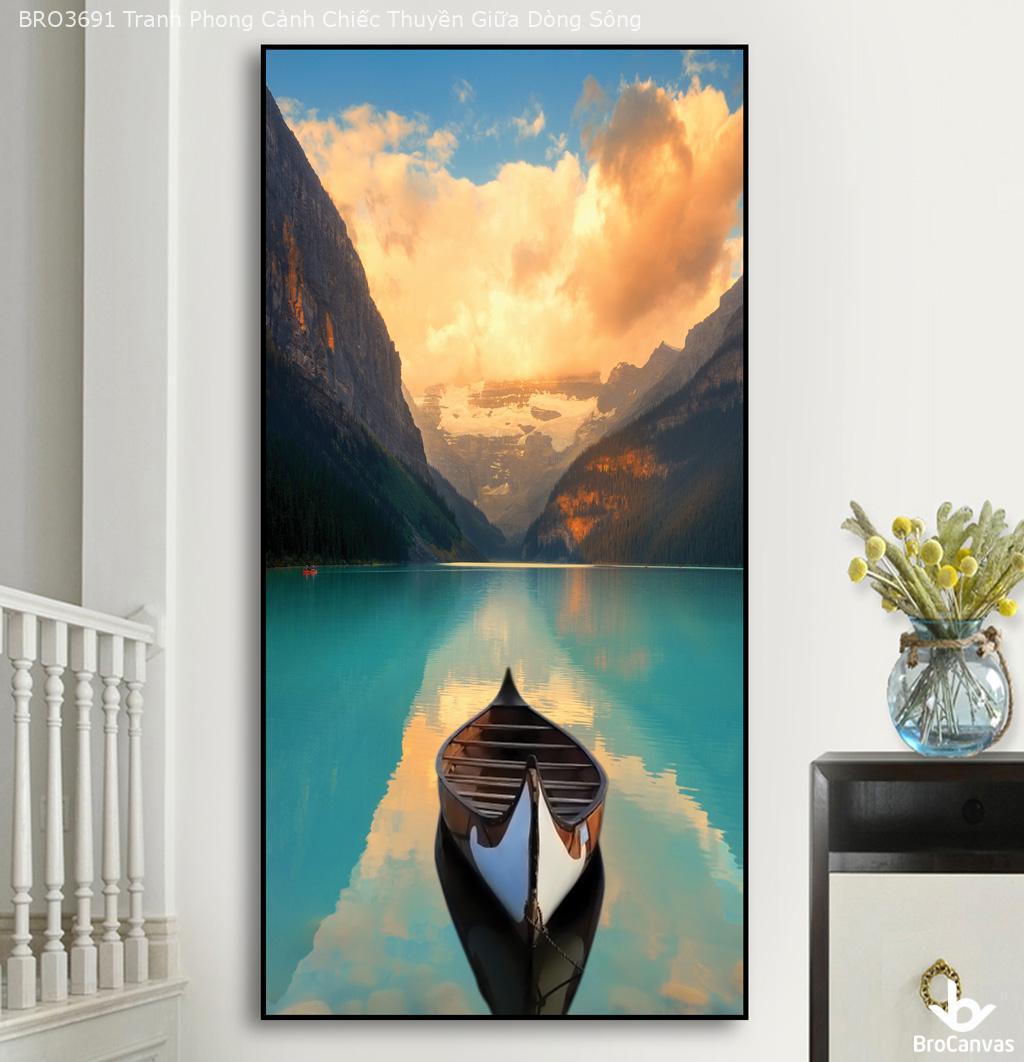 Lựa chọn tranh treo tường có gam màu phù hợp với không gian.