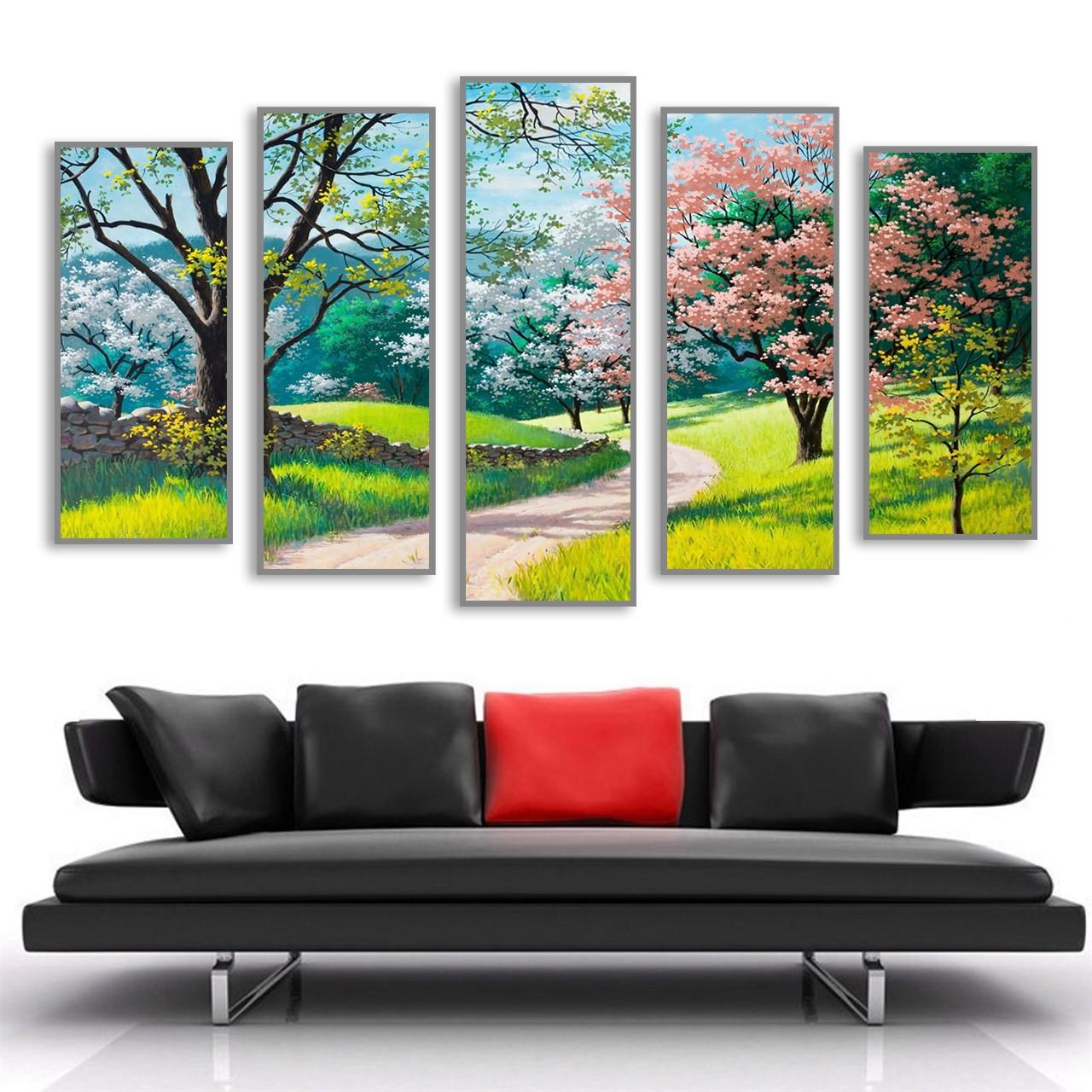 Tùy thuộc vào kích thước, độ dài, dày của bức tranh mà khung tranh sẽ được thiết kế phù hợp.