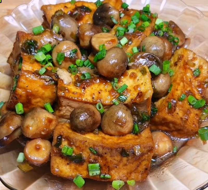 Món chay thông dụng đậu hũ kho nấm rơm
