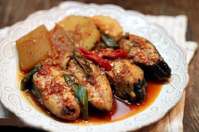 Thưởng thức món cá kho củ cải