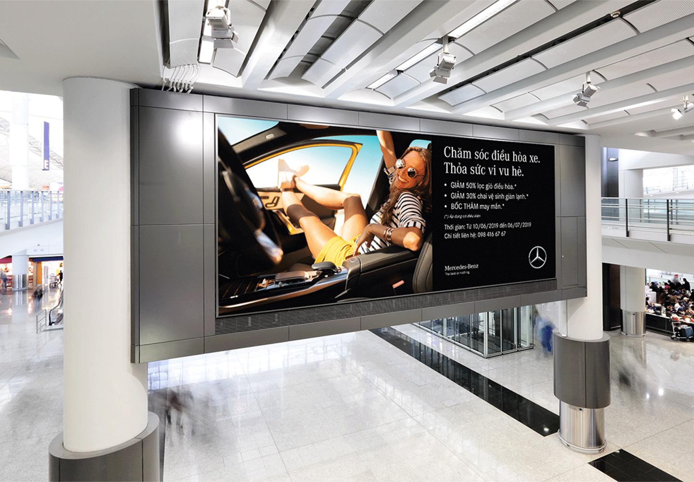 Biển quảng cáo Mercedes
