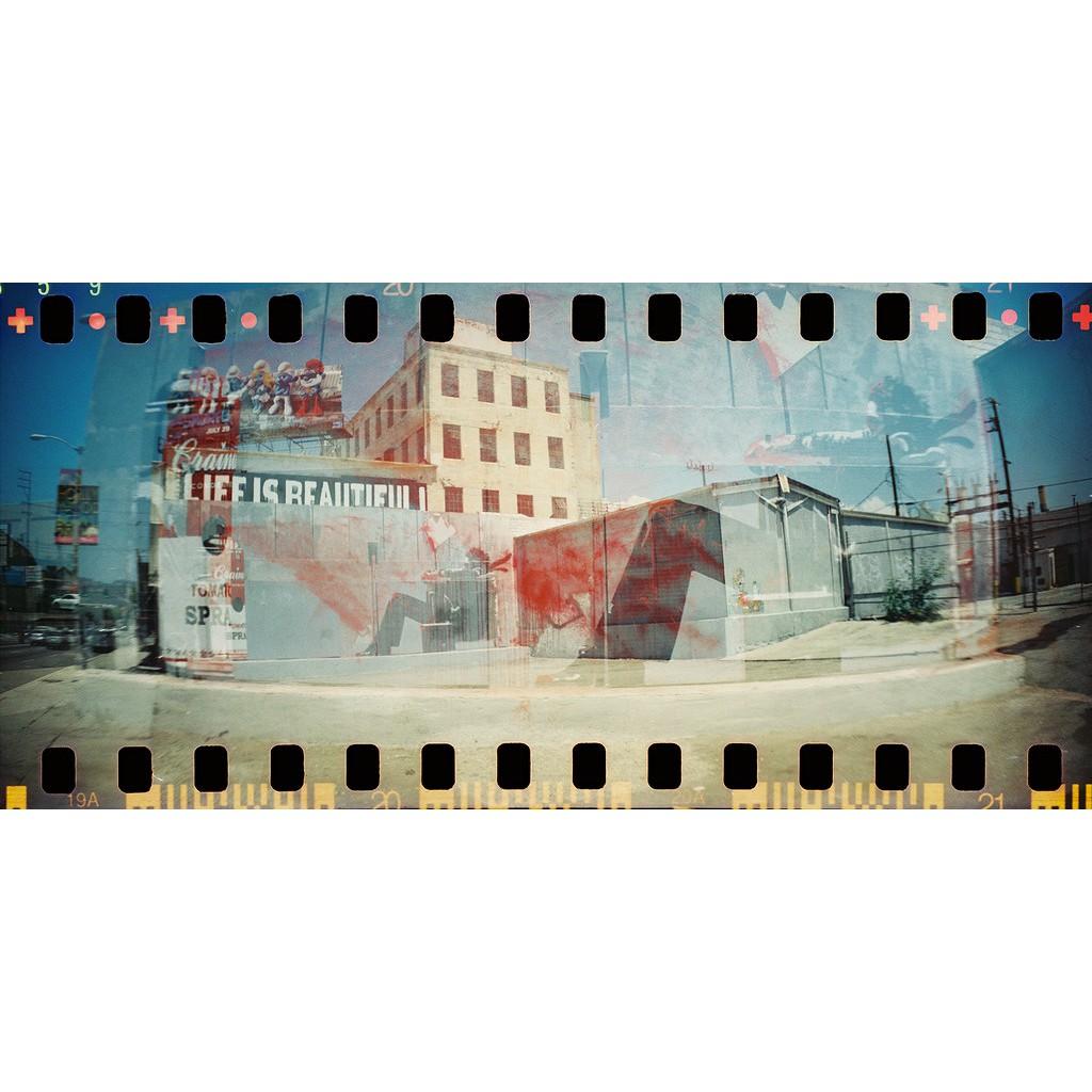 Máy ảnh film 35mm Lomography Sprocket Rocket 35mm panorama tràn viền