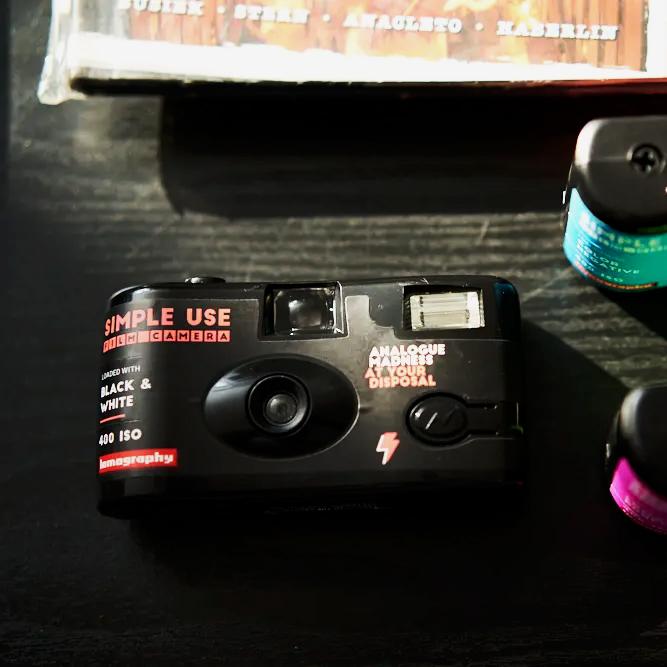 Máy ảnh Lomography Simple Use Black & White 400 (27 kiểu) kèm flash (Chính hãng)